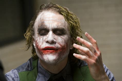 32 Pictures of the interrogation scene from The Dark Knight