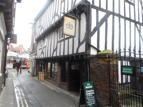 Pub Trails - reviews of pubs and bars in over 40 towns