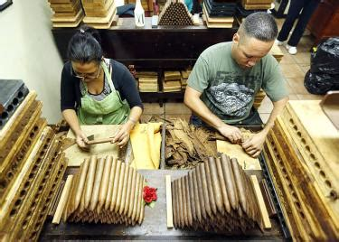 Cuban cigar makers roll out niche industry in Miami
